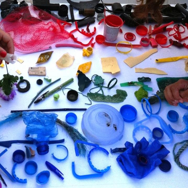 Iluminemos La Mar de Plásticos